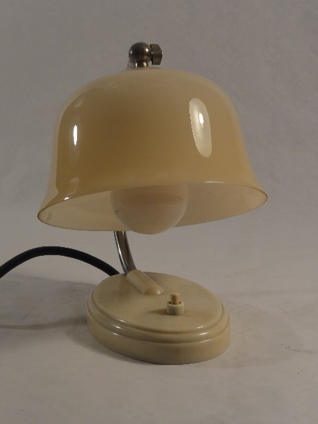 bakelite bedisde lamp art déco cream opal glass shade