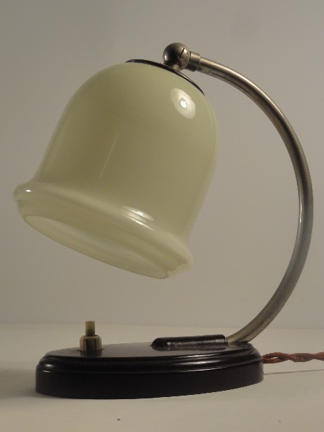 bakelite bedsidelamp 30's nice cream glass shade