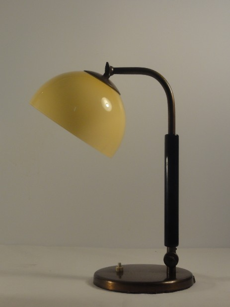 perfectly shaped bauhaus modernist art déco table lamp 1930